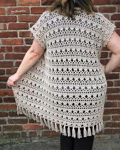 Love how The sandpiper cardigan looks with fridges 😻😻 don'… ey friyay…. Love how The sandpiper cardigan looks Crochet Motif Patterns, Crochet Vest Pattern, Crochet Coat, Crochet Jacket, Cardigan Pattern, Crochet Cardigan, Love Crochet, Baby Knitting Patterns, Crochet Shawl