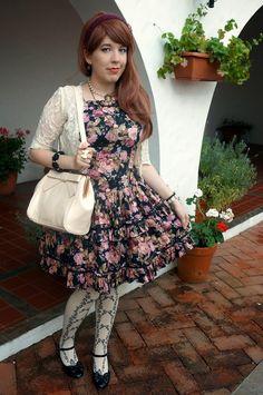 My lolita coord for a day at Punta del Este.   Wig: Bodyline Accesories: Rose Kindom, Cici Workshop, offbrand Bolero: Offbrand JSK: Bodyline OTK: Innocent World Bag: Offbrand Shoes: Bodyline