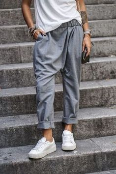 Trousers to wear casually or to work! Add a pair of white sneakers for a seriously minimalist touch.