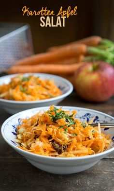 Karotten-Apfel-Salat (mit Ingwer, Rosinen & Nüssen Carrot and apple salad (with ginger, raisins and nuts) Farfalle Recipes, Nut Recipes, Light Recipes, Healthy Recipes, Sofrito Recipe, Actifry Recipes, Apple Salad, Meal Prep, Junk Food