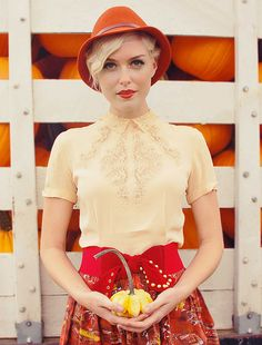 Love the vintage style and color combo