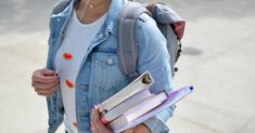 What to wear to a college class - college fashion College Majors, College Classes, College Life, College Counseling, College Fashion, College Outfits, Back To School Quotes, Prayer For You, Student Loan Debt