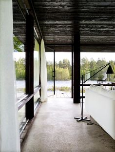 Lundnäs House is a summer house designed by Swedish architect Buster Delin for himself. The Lundnäs House is the architect's summer house. Dark Ceiling, Wooden Pillars, Sweden House, Journal Du Design, Construction Cost, Spacious Living Room, Architect Design, Brick Wall, Interior And Exterior