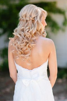 We're smitten with this Bride's braid + soft curls