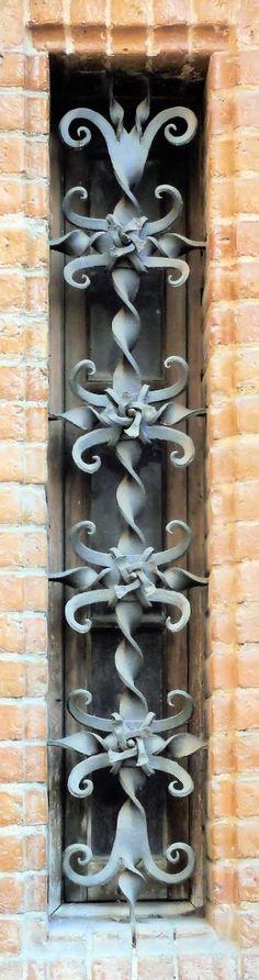 Architect: Joan Rubio i Bellver. Art And Architecture, Architecture Details, Art Nouveau Arquitectura, Wrought Iron Fences, Forging Metal, Iron Art, Art Deco, Metal Crafts, Architectural Elements