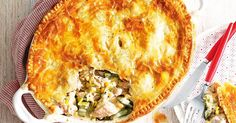 This beautiful chicken pie is a delicious way to feed the family. Chicken, leek and corn family pie Pie Recipes, Chicken Recipes, Cooking Recipes, Recipies, Yummy Recipes, Chicken Meals, Pastry Recipes, Lunch Recipes, Dinner Recipes