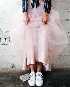 Sneakers and tulle. Maxi tulle skirt in blush Tulle Skirt Dress, Chiffon Skirt, Dress Up, Tulle Skirts, Skirt Fashion, Boho Fashion, Womens Fashion, Fashion Design, Fashion Trends