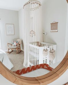 👶🏻 ready for the mini-me 🍼 • #babyletto Origami mini crib • 📷: nursery designed by mama @thaline.aalmeida 💓 Mini Crib, Nursery Design, Cribs, Origami, Toddler Bed, Mamas And Papas, Mini Me, Interior Inspiration, Furniture