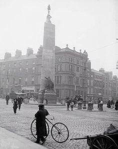 Dublin Street, Dublin City, Ireland 1916, Dublin Ireland, Old Pictures, Old Photos, Vintage Photos, Photo Engraving, Ireland Homes