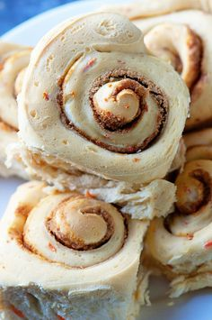 Carrot Cake Cinnamon Rolls are a delicious twist on a classic breakfast treat. Loaded with actual carrot cake mix, rum soaked raisins, and slathered in cream cheese frosting these cinnamon rolls will be sure to get your morning started off right. Baking Recipes, Dessert Recipes, Brunch Recipes, Pecan Cinnamon Rolls, Sweet Dough, Individual Cakes, Danish Food, Morning Food, How Sweet Eats