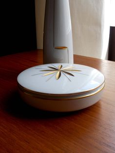 """Heinrich """"Gemmo"""" White Porcelain Lidded Trinket Box and matching vase from # MidCenturyFLA White And Gold Decor, Box With Lid, Little Boxes, White Porcelain, Trinket Boxes, Jewelry Collection, Mid-century Modern, Gifts For Her, Mid Century"""