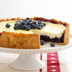 Blueberry-Sour Cream Dessert A cross between a pie and a cheesecake. Use fresh blueberries when in season. Frozen blueberries work too in this summer-fresh dessert recipe. Blueberry Sour Cream Cake, Sour Cream Desserts, Blueberry Desserts, Just Desserts, Delicious Desserts, Dessert Recipes, Dessert Food, Blueberry Cheesecake, Cheesecake Pie