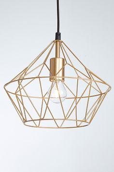 Taklampa i form av en diamant, designad i kraftiga lackade metallstänger. Textilkabel 90 cm. Höjd 26 cm. Ø 30 cm. Stor sockel E27. Max 60W. Takkontakt. <br><br>