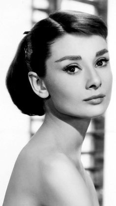 Audrey Hepburn Photos, Audrey Hepburn Style, Classic Hollywood, Old Hollywood, People Tumblr, Bhavana Actress, Actrices Hollywood, Joan Crawford, Black And White Portraits