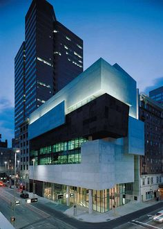 Lois & Richard Rosenthal Center for Contemporary Art by Zaha Hadid. Photo via zaha-hadid by Roland Halbe. Architecture Design, Museum Architecture, Amazing Architecture, Japan Architecture, Architecture Awards, Zaha Hadid Architektur, Cincinnati Art, Cincinnati Museum, Home Plans
