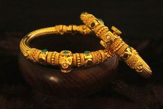 This is golden traditional bangles with flexible size. It is based on copper. Gold Bangles Design, Gold Jewellery Design, Gold Jewelry, India Jewelry, Gold Necklace, Jewelry Design Earrings, Gold Earrings Designs, Kids Earrings, Bridal Bangles