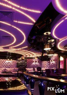 LED Sternenhimmel sind in der Gastronomie immer ein besonderer Hingucker. Ob in Restaurant, Bar oder Disco,  selbst an der Decke einer Pizzeria oder im Café verzaubert ein PIXLUM Sternenhimmel die Gäste. Mit PIXLUM genießt ihr die vollkommene Freiheit der Beleuchtung, denn ihr seid nicht mehr von einzelnen Zuleitungen abhängig. Dank der elektrisch leitenden Fläche der PixBOARD Stromleiterplatten könnt ihr die LEDs frei an der Decke platzieren. Wie's funktioniert zeigen wir euch hier! Pizzeria, Restaurant, Led, Concert, Fine Dining, Nightclub, Lighting, Twist Restaurant, Diner Restaurant