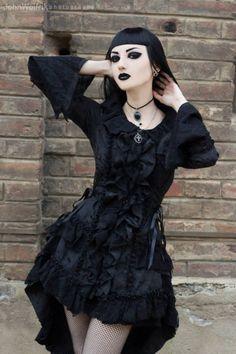 Gothic Woman / Black Dress / Jewelry / Dark Fashion Photography / Gothique Girl // ♥ More at: https://www.pinterest.com/lDarkWonderland/