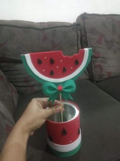Centro de mesa Tema melancia First Birthday Themes, Birthday Decorations, 2nd Birthday, First Birthdays, Diy Arts And Crafts, Crafts For Kids, Watermelon Decor, Watermelon Birthday Parties, Bridal Shower