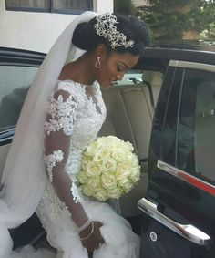 5 Interesting wedding hairstyles with tiara at the back black women