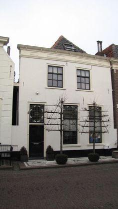 Woonhuis met schilddak en gevel onder rechte lijst in Elburg | Monument - Rijksmonumenten.nl