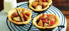 Tartlet with Pear, Vanilla and Cinnamon Compote