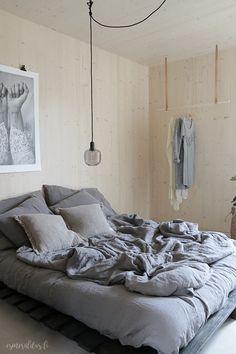 Asuntomessut Kotola Makuuhuone Cozy Bedroom, Bedroom Inspo, Master Bedroom, Bedroom Decor, Living Etc, Cabin Homes, Cozy House, Bathroom Interior, Interior Design