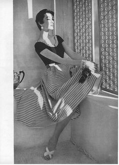 Dovima sporting stripes for Vogue, Vintage Glamour, 50s Glamour, Vintage Beauty, Glamour Movie, Vintage Mode, Vintage Black, Vintage Ladies, Vintage Style, Fifties Fashion