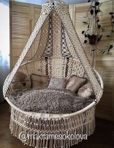 Hanging Swing Chair, Macrame Wall Hanging Patterns, Swinging Chair, Macrame Patterns, Macrame Design, Macrame Art, Macrame Projects, Diy Furniture, Outdoor Furniture