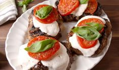 Caprese Steak Is Making Us Capr-azy Steak Dinner Recipes, Easy Steak Recipes, Healthy Soup Recipes, Easy Dinner Recipes, Beef Recipes, Cooking Recipes, Weeknight Recipes, Healthy Meals, Delicious Recipes