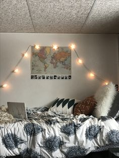 This amazing dorm looks totally excellent, have to keep this in mind next time I've a chunk of money saved up. Dream Rooms, Dream Bedroom, Houses Architecture, Aesthetic Rooms, Cozy Room, College Dorm Rooms, Dorm Decorations, Bedroom Decor, Dorm Bathroom