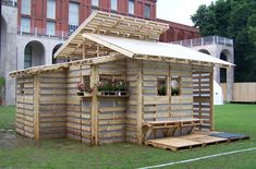 cool pallet shed.