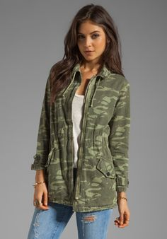 Shop for MONROW Camo Print Military Trench in Army at REVOLVE. Camo Fashion, Fashion Room, Military Fashion, Fashion Pics, Military Jacket Outfits, Camo Outfits, Diy Outfits, Army Print, Beautiful Evening Gowns