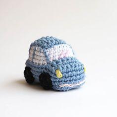 Coches de ganchillo todo un clásico by SilayayaColors en @etsy #amigurumi #crochet