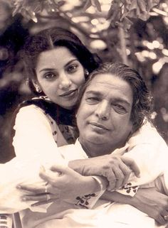 Here w/ daughter @azmishabana On 14th anniversary of #KaifiAzmi passing Pg on Grt #Poet, Writer, Lyricist, Activist, Humanist by @sunjayjk with Bio, Vids of his best songs, poem on #Equality (with Eng translations)