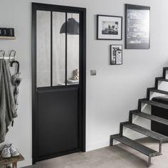 Une porte vitrée esprit loft de chez Leroy Merlin pour donner du cachet et du caractère à l'entrée. La porte vitrée permet également à la lumière de circuler librement entre les différentes pièces. http://www.homelisty.com/verriere-leroy-merlin/