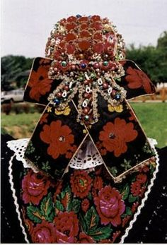 Baranya-Hosszúhetény-Főkötő - Hungary Folk Clothing, Clothing And Textile, Capital Of Hungary, Costumes Around The World, Hungarian Embroidery, Heart Of Europe, Folk Dance, Folk Art, Folk Costume