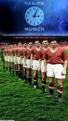 Man Utd's Busby Babes in Flowers of Manchester United. Football Man Utd, Pure Football, British Football, World Football, Football Pics, Retro Football, Vintage Football, Football Boots, Football Players