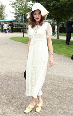 Anna Friel attends ladies day at Glorious Goodwood. So cute, except the shoes...
