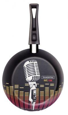 Olha só esse microfone na frigideira Rock'n Cook Tramontina