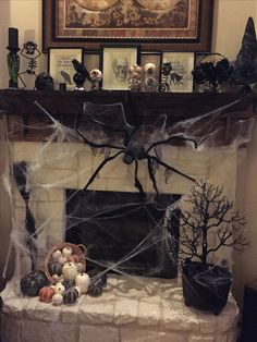 90 Halloween Mantel Decorating Ideas that will spruce up your Fireplace setting Need ideas to decorate your Halloween Mantel? Here are best Halloween Mantel Decorating Ideas that will give your Halloweeen decoration a new dimension. Spooky Halloween, Halloween Film, Creepy Halloween Decorations, Halloween Celebration, Halloween Party Decor, Halloween Crafts, Halloween Costumes, Halloween Makeup, Halloween Recipe