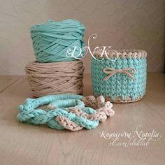 "31 Me gusta, 7 comentarios - ВЯЗАНЫЕ СУМКИ ▪ САШЕ ▪ КОРЗИНЫ (@knitting.dnk) en Instagram: ""Интерьерная корзинка. Заказ к 8 марта!!! #dnk_корзины #dnklab #подарокручнойработы #подарокна8марта…"""