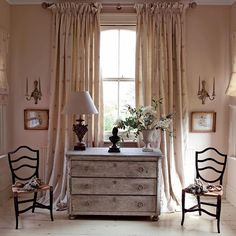 Soft neutrals paired with Autumnal browns, we love the warmth of this season! Has anyone been redecorating for Autumn? Matilda curtains