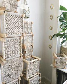 Macrame Knots - A Brief Introduction & Unlocking the Secrets of the Macrame Art - ersont Macrame Curtain, Macrame Bag, Macrame Knots, Diy Macrame, Macrame Plant, Diy Macramé Suspension, Art Macramé, Macrame Chairs, Macrame Design