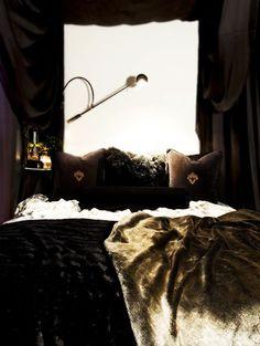Small Cool 2010: Jeremy's Elegant Efficiency, Chicago studio apartment. dark walls.