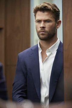 Hemsworth Brothers, Mode Man, Chris Hemsworth Thor, Man Thing Marvel, Marvel Actors, Cute Actors, Hair And Beard Styles, Celebs, Celebrities