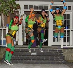 Teenage Mutant Ninja Turtles | 22 Creative Halloween Costume Ideas For '80s Girls...I really wanna do this one year! @Tiffany Sypke @Canessa Bradley @Kelley Oberg Smith Roswell !!