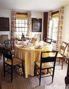 Like the chairs Cottage Style - Decorating - John Peixinho - Newport - Rhode Island - House Beautiful Yellow Dining Room, Cottage Dining Rooms, Interior Exterior, Interior Design, Room Interior, Dressing Table Set, Cottage Style Decor, Small Dining, Round Dining