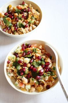 This Oats Chaat recipe is made with delicious spices and garnishes that give it an unbeatable texture, flavor, and zest! Your family will love the unique and colorful ingredients in this dinner dish!