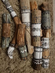 cards standard via Waarikvanhout .- kaartenstandaard via waarikvanhout sister card standard via vanikhout # bemaltestöcke sister card standard via vanikhout - Painted Driftwood, Driftwood Crafts, Spirit Sticks, Stick Art, Arts And Crafts, Diy Crafts, Painted Sticks, Painted Pebbles, Nature Crafts